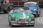 Desítky a desítky historických automobilů přijížděly v neděli ráno na hlavní prostějovské náměstí. Starší ročníky zde tak mohly zavzpomínat na své řidičské začátky, mladší pak obdivovat krásu sedmdesátiletých čtyřkolých dědečků.