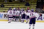 Jestřábi proti Karviné - 1. čtvrtfinále - Vítězná oslava karvinských hokejistů
