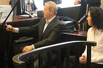 Před prostějovským soudem stanul Milivoj Žák a Dana Lauerová. Vysvětlovali okolnosti dvou zakázek OP Prostějov: pro Národní divadlo a společnost Sazka.