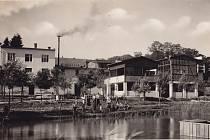 Lázně ve Skalce založil vroce 1928 Vilém Sonnevend zProstějova na místě rybníka Bařisko, napájeného dvěma prameny minerální vody.
