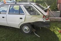 Škoda za čtvrt milionu a poškozená tři auta. Takový výsledek měla pondělní nehoda v Mostkovicích.