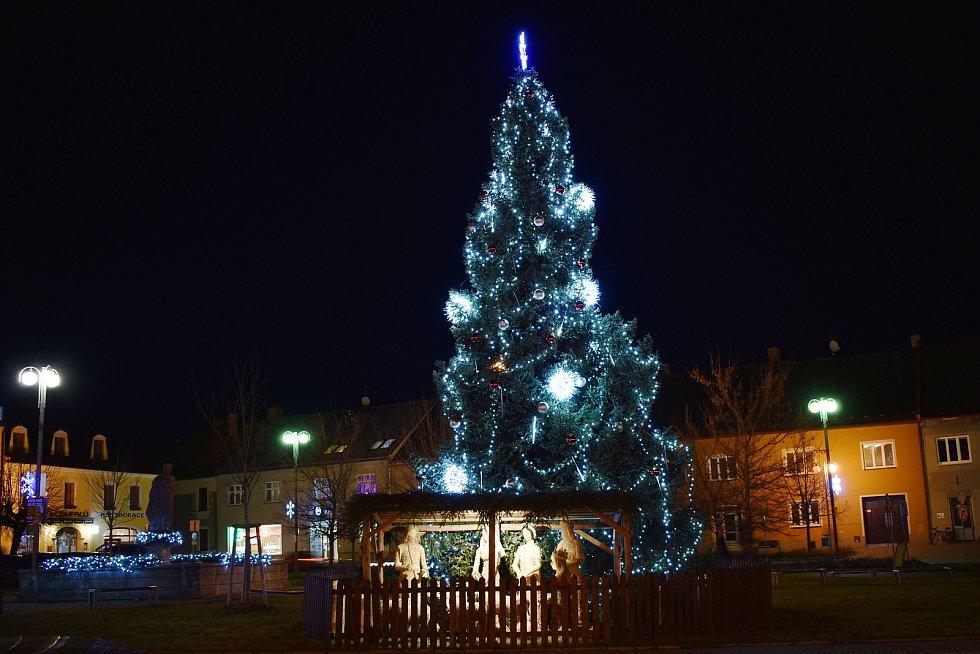 Vánoční strom v Lošticích.