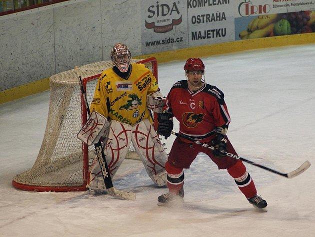 Jestřábi (v červeném) proti Drakům
