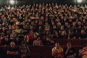 Hlediště Metra 70 praská při Bohemian Rhapsody doslova ve švech