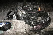Srážka osobního auta s náklaďákem na rychlostní silnici R46