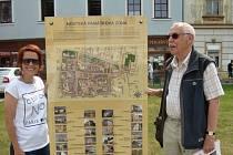 Památková zóna je turistům blíž. Informace o ní podávají tabule okrašlovacího spolku.