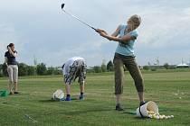 Studenti na golfu v Kostelci