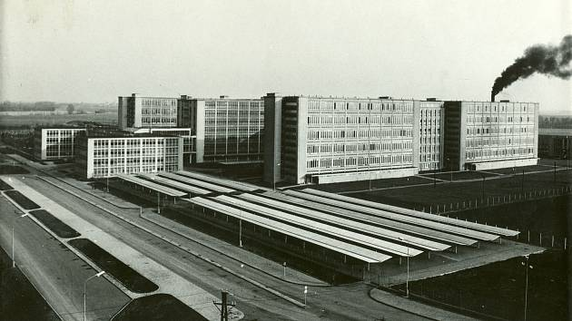 V polovině prosince 1957 byl položen základní kámen k výstavbě moderního výrobního komplexu OP Prostějov. Slavnostní otevření nového závodu po dokončení první etapy výstavby proběhlo na konci roku 1960. Výstavba celého nového areálu národního podniku OP P