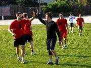 Jestřábi a prostějovští fotbalisté. Ilustrační foto