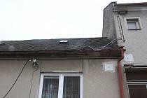 Náklaďák strhl kabely elektrického vedení ze dvou rodinných domů v obci Kaple na Prostějovsku