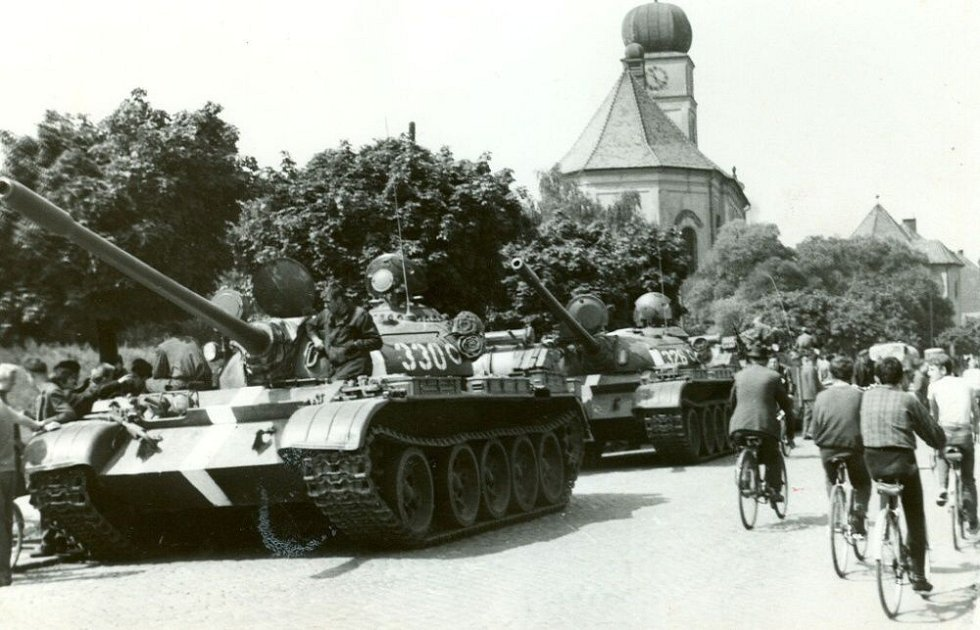 Sovětské tanky na Dolní ulici v Prostějově
