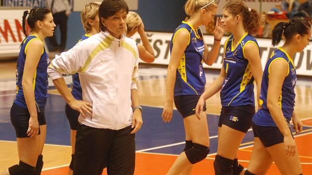 Lodivodka prostějovských volejbalistek Táňa Krempaská vyráží se svými svěřenkami vstříc extraligovému play off.