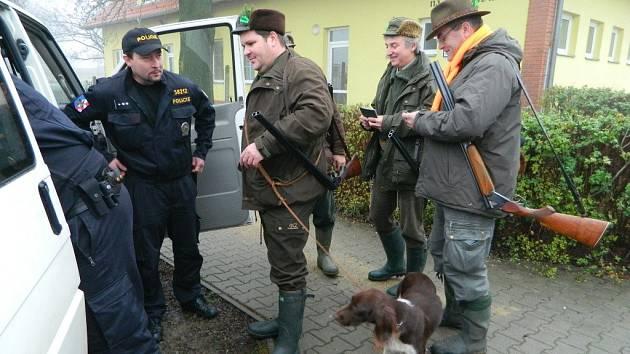 Kontrole policistů neunikli v sobotu ráno myslivci v Pivíně a Nezamyslicích
