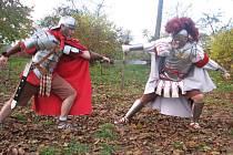 Výcvik a disciplínu římských legií oživuje sdružení Roma Victor z Litovle.