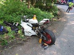 Mezi Malým Hradiskem a Stínavou se srazil motocykl s fordem.