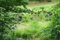 Vyhozené pneumatiky na dně plumlovské přehrady