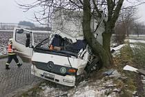 Nehoda nákladního mercedesu u Výšovic