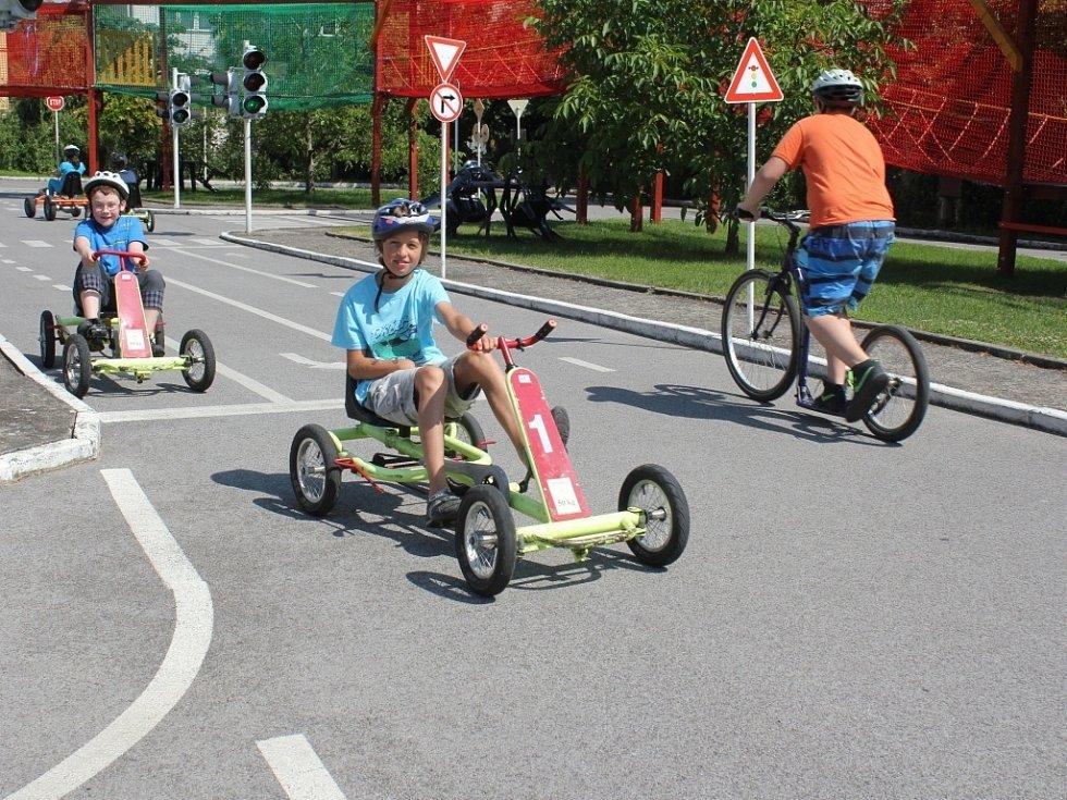 Účastníci příměstského tábora zavítali na dopravní hřiště v Prostějově