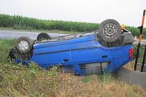 Dopravní nehoda mezi Vícovem a Ohrozimí.