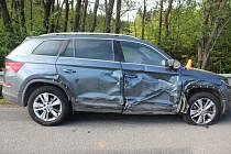 Netrpěliví řidiči se rozhodli předjíždět přes plnou a nehoda byla na světě.