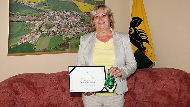 NEJLEPŠÍ V KRAJI. Významného ocenění své práce dosáhla němčická starostka Ivana Dvořáková.