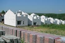Za dům na klíč zaplatí noví majitelé od dvou a půl do necelých čtyř milionů korun.