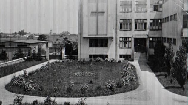 Domov řádových sester a ošetřovatelek v areálu staré nemocnice v Prostějově na archivním snímku
