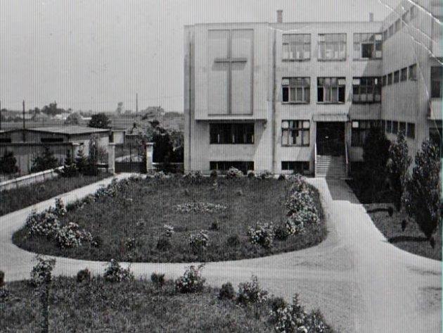 Domov řádových sester a ošetřovatelek vareálu staré nemocnice vProstějově na archivním snímku