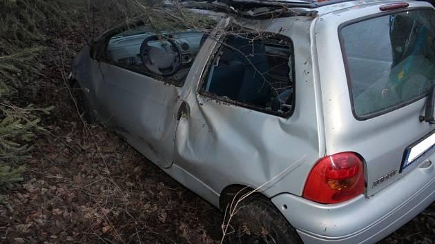 Čtvrteční ranní nehodu Renaultu zavinil smyk.