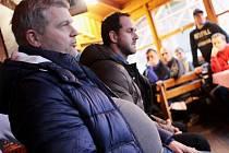První setkání vedení hokejového klubu prostějovských Jestřábů s fanoušky. Prezident klubu Jaroslav Luňák (vlevo