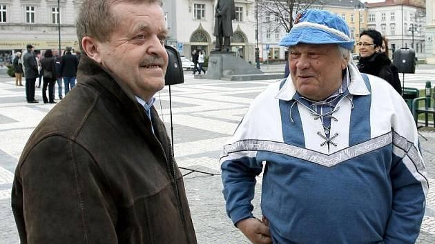 Happening přilákal i opoziční zastupitele (vlevo Petr Kousal (KDU-ČSL))