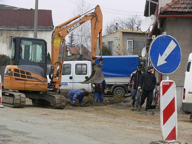 Výstavba kanalizace v Kostelci