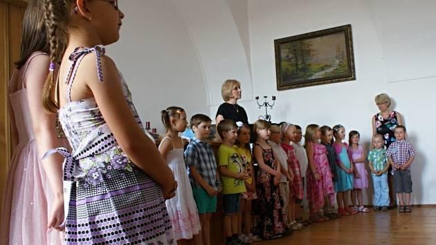 Slavnostní rozloučení plumlovských předškoláčků s místní mateřinkou