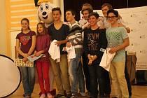 Děti ze základní školy ve Ptení přivítaly v úterý nečekané hosty. Přijel se na ně podívat krasobruslař Tomáš Verner a veslař Pavel Konvička. Děti si tuto návštěvu zasloužily svou aktivitou v Sazka Olympijském víceboji.