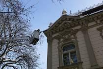 Hasiči se zaměřili i na odklízení sněhu ze střechy budovy Státního zastupitelství v Prostějově