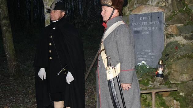 U pomníku padlých vojáků v Kostelci na Hané