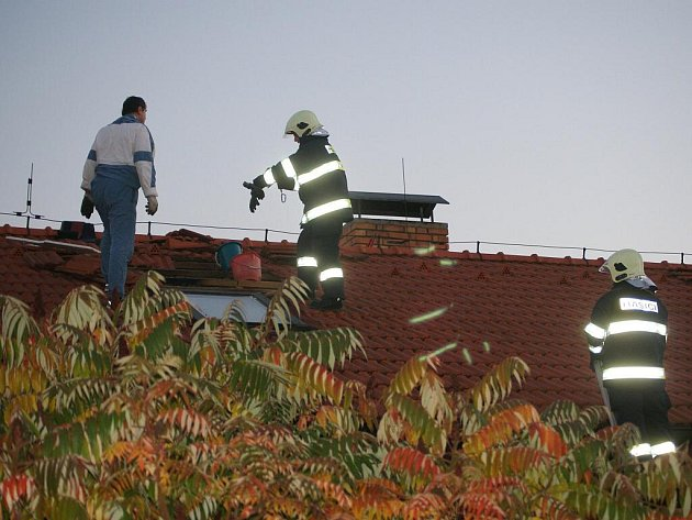 Požár střechy rodinného domku v Plumlově