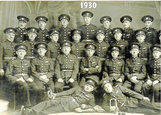 Sbor dobrovolných hasičů ve 30. letech. Sbor vznikl v roce 1900. Ve 30. letech převzal funkci náčelníka Josef Škrabal.