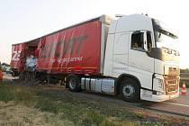 Nehoda náklaďáku na R46