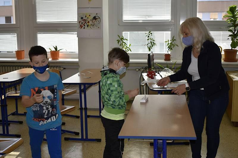 Testování žáků na ZŠ E. Valenty v Prostějově. 12.4. 2021