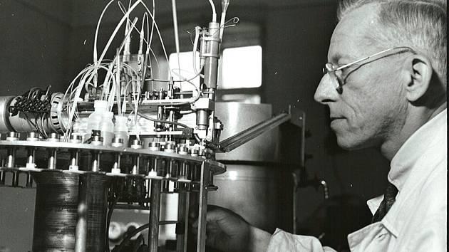 Otto Wichterle v laboratoři