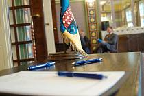 Kondolenční listiny na radnici při jednání zastupitelstva