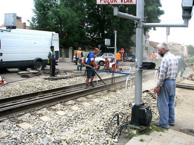 Provoz na objízdné trase řídili tři dny policisté.
