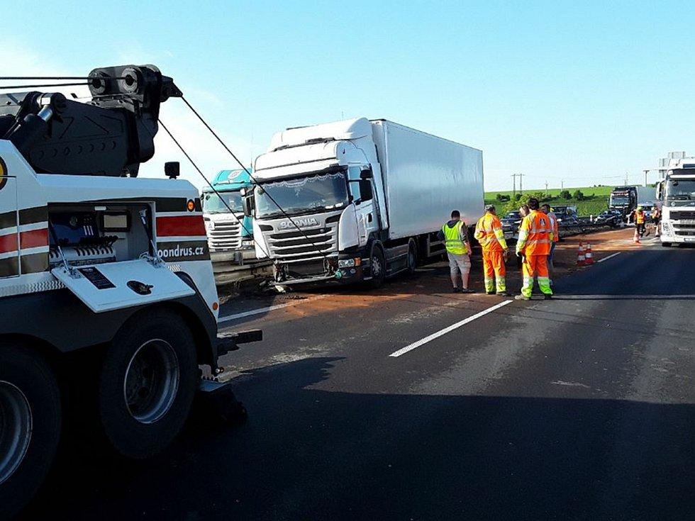 Havárie kamionu na dálnici D46 u Brodku u Prostějova
