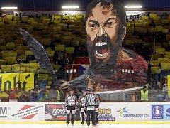 Jestřábi proti Slavii - 3. čtvrtfinálový zápas - úvodní choreo prostějovských fans