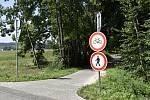 ZÁKAZ. Stezka je dávno hotová, ale oficiálně se na ni nesmí ani vstoupit. Foto: Deník/Zdeněk Vysloužil