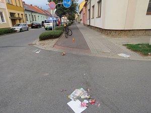 Střet dvou cyklistů na křižovatce Melantrichovy a Nerudovy ulice.