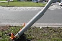 Policisté hledají řidiče, který poškodil sloup veřejného osvětlení v Prostějově