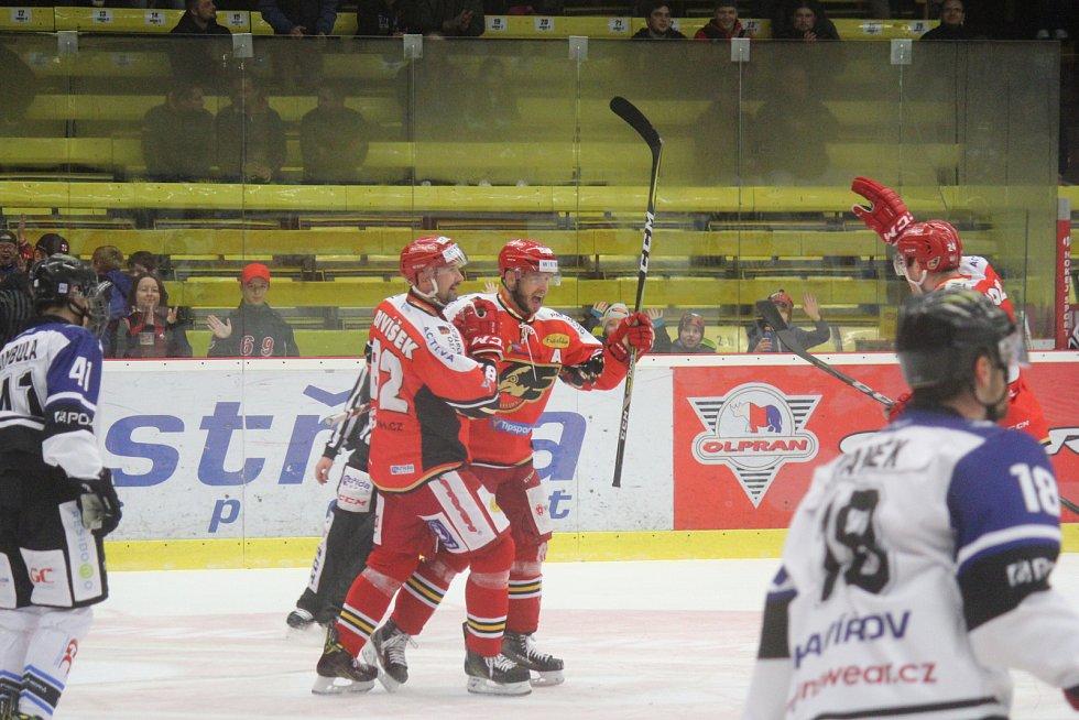 WSM liga,4. kolo: LHK Jestřábi Prostějov – AZ RESIDOMO Havířov 3:1 (1:0, 1:0, 1:1)Tomáš Nouza (Prostějov) slaví gól na 1:0