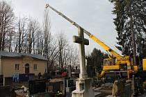 Kácení bukové aleje na Městském hřbitově v Prostějově - 18.12. 2019